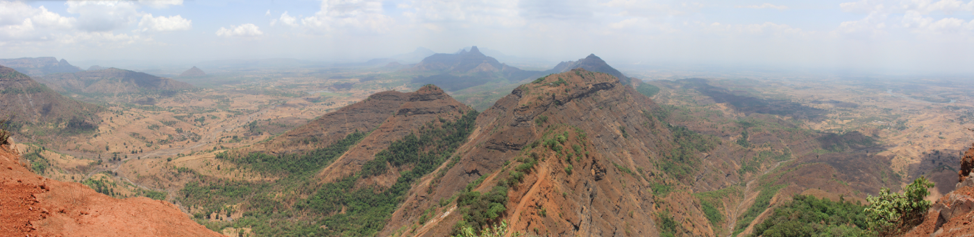 The Western Ghats during the dry season. (Image courtesy of Arne Hückelheim.)