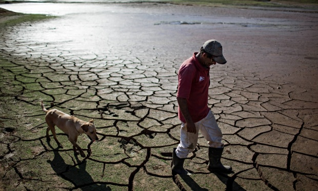 The Paraibuna dam, which is part of the Cantareira water system, is rapidly drying out. (Image from Roosevelt Cassio/Reuters via theguardian.com.)