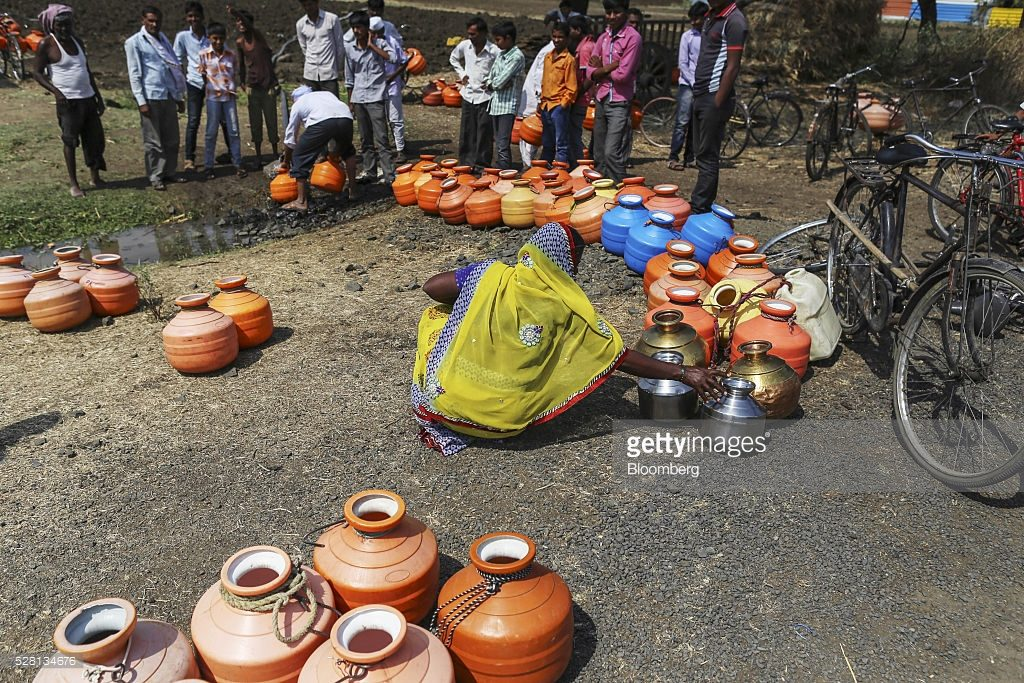People fill containers at a groundwater station in Latur, Maharashtra Source: Getty Images